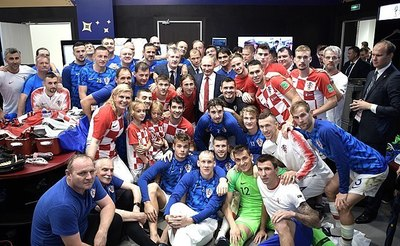 640px-Croatia's_post-match_huddle_after_the_2018_FIFA_World_Cup_Final.jpg